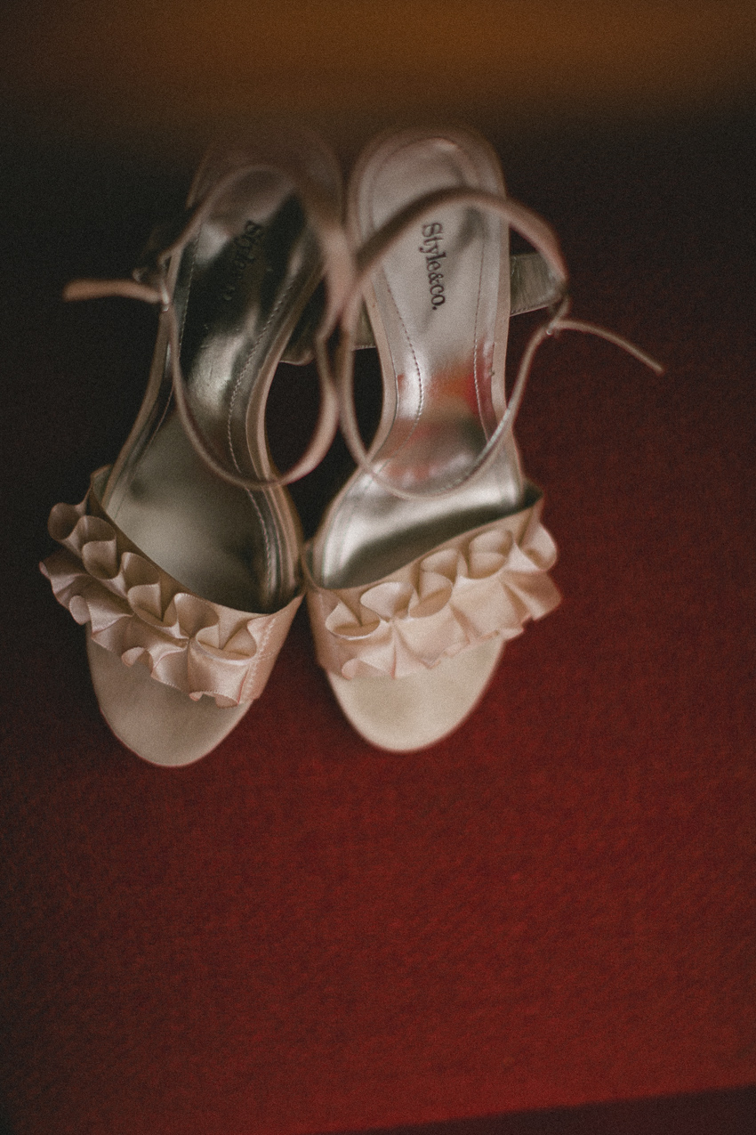 Bride and groom, brides shoes, detail, wedding photography, Birmingham Alabama